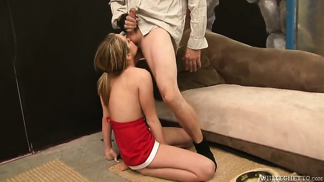 Nicole Heiress Asks Her Fuck Buddy To Shove His Hard Meat Pole In Her Mouth