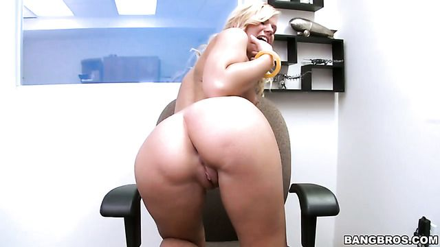 Blonde Yasmine Gold Has A Great Time Playing With Cum Loaded Cock