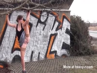 Gymnastic Girl Pissing Outdoor
