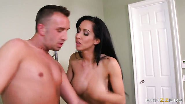 Keiran Lee Bangs With Juicy Jugs In Her Mouth As Hard As Possible In Oral Action