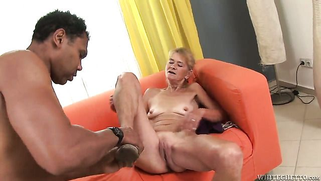 Beata A Asks Franco Roccaforte To Insert His Meat Pole In Her Mouth