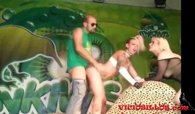 Jesyka Diamond & MElody Sweet Public 3some Sharing Cock