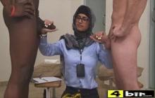 Mia Khalifa CFNM Handjob