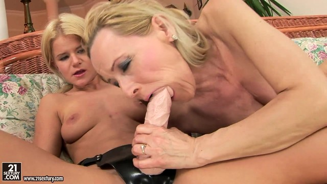 Mature Strokes Her Slit Six Ways From Sunday
