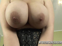 Stunner Alexsis Faye Has Nothing Against Shaking Boobs
